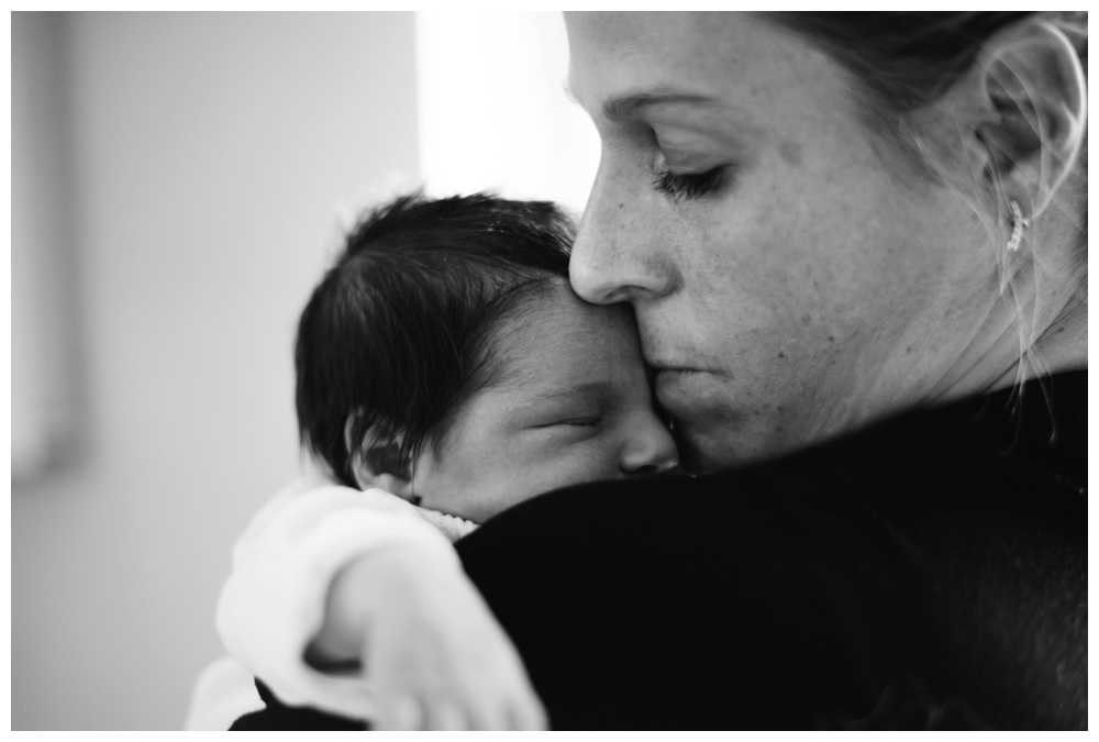 seance nouveau né bébé newborn session lifestyle france isere grenoble chambery lyon annecy voiron sassenage lyon suisse geneve cocooning artistique baby maternité