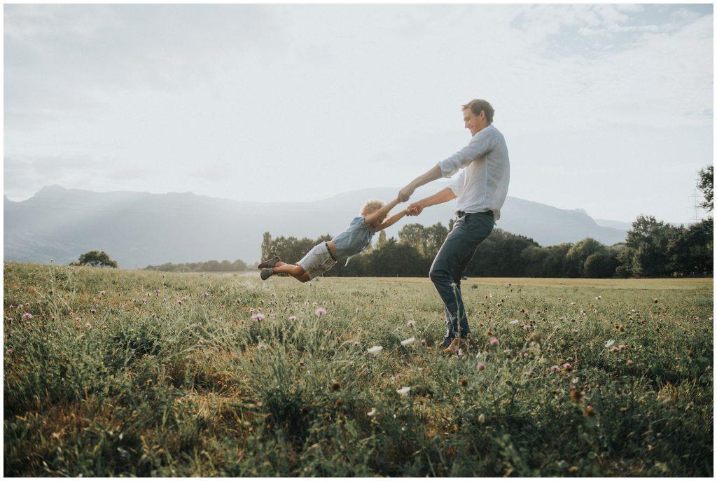 photographe-famille-grenoble-naturel-lifestyle-champetre_0007